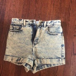American apperal acid wash high-waisted shorts